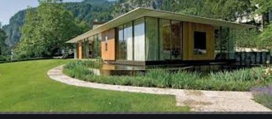 Rumah Kaca Dikelilingi Taman Mini